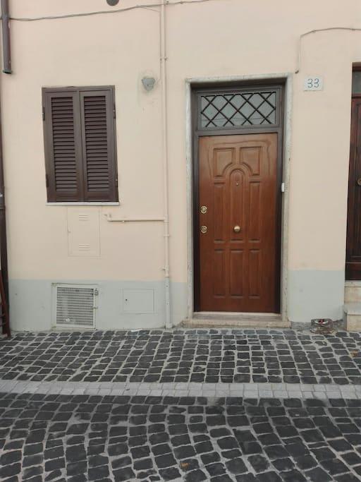 Porta d ingresso via Roma 33