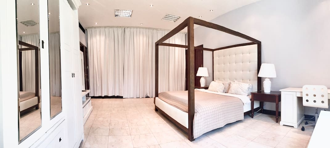 Deluxe Room near Trade Center and Dubai Mall