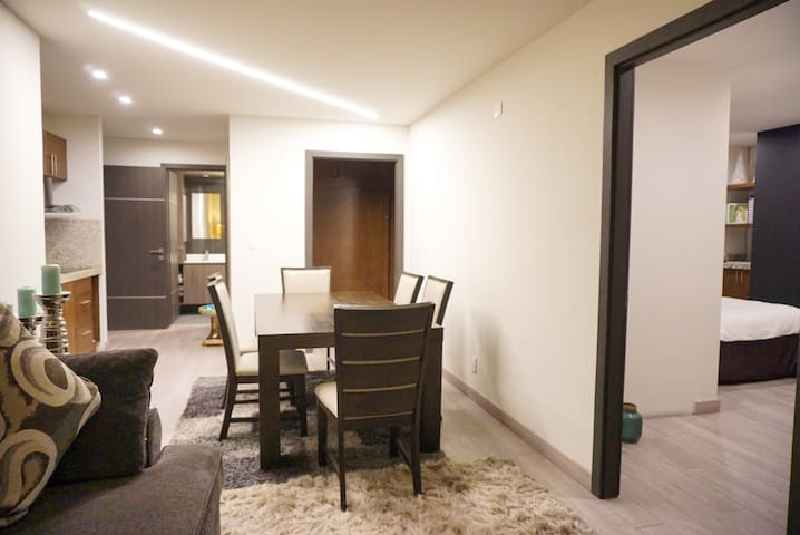Adamant Luxury Silver Suite - Pool/Gym/Balcony