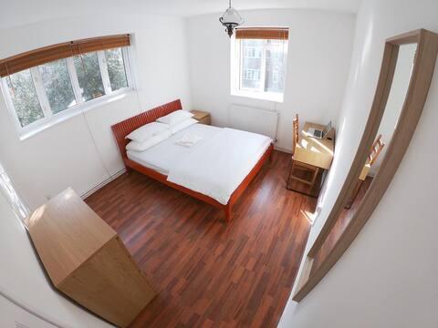 Bright Double Room In Portobello Road (3)