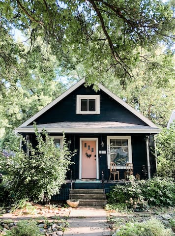Adorable Full Home In Popular Benson Neighborhood