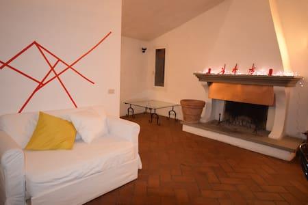 Romantico appartamento con vista e giardino - Brisighella