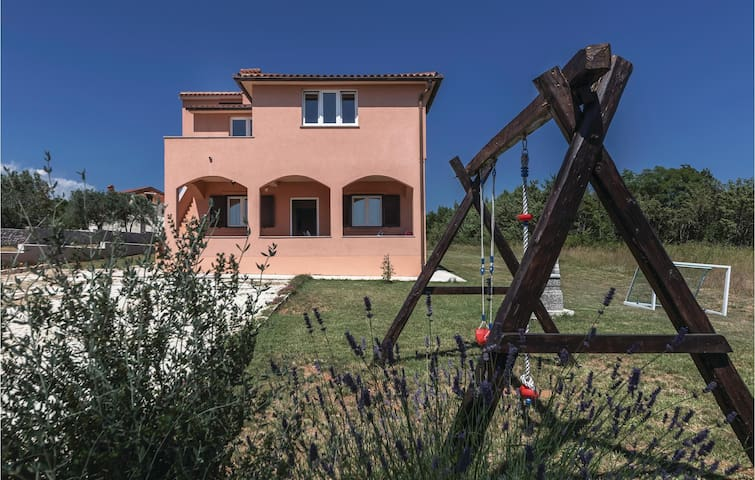 Holiday cottage with 2 bedrooms on 64m² in Vodnjan