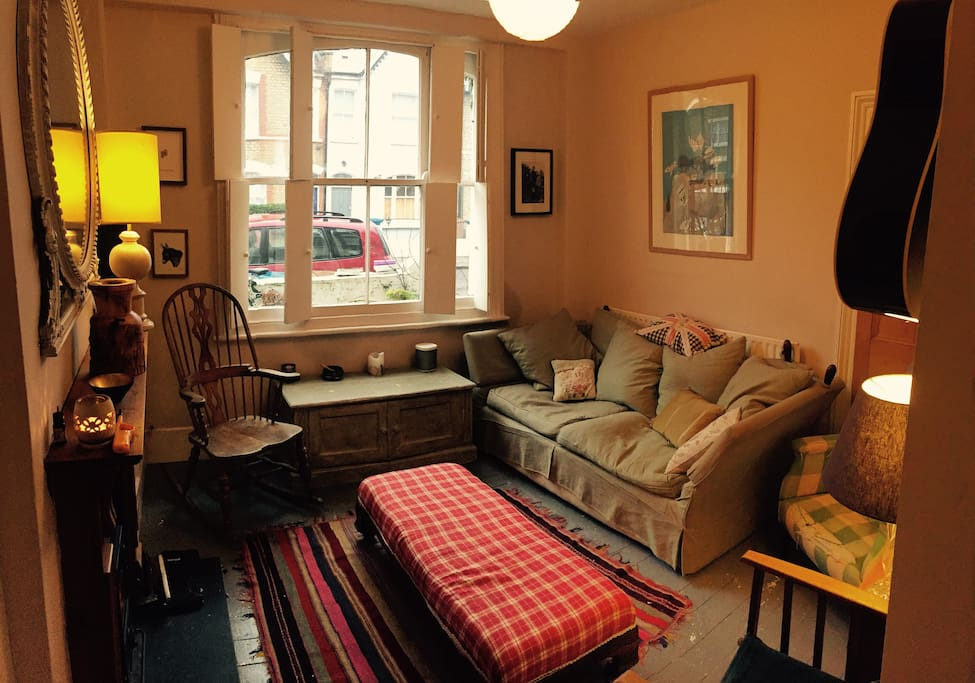 The living Room, really snug and warm with venetian blinds.