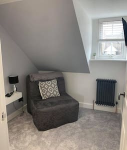 Cosy single bedroom In thriving market town.
