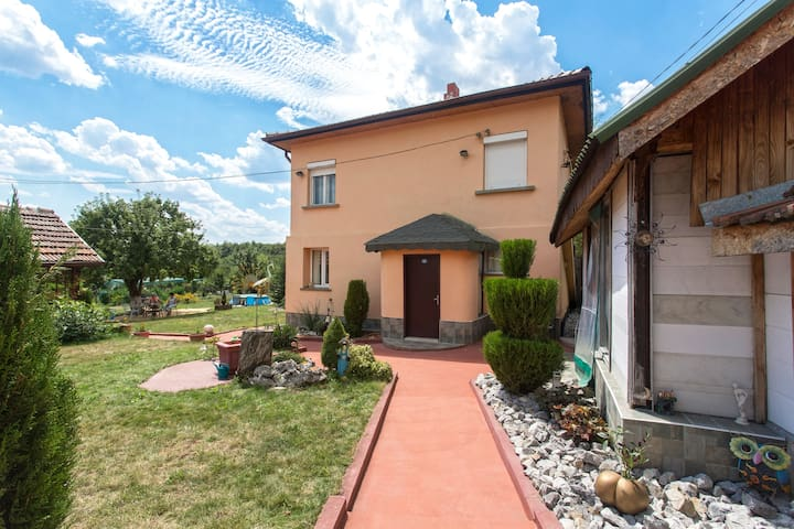 DREAM HOUSE NEAR SOFIA & PERNIK,Fits 12,Pool, Yard