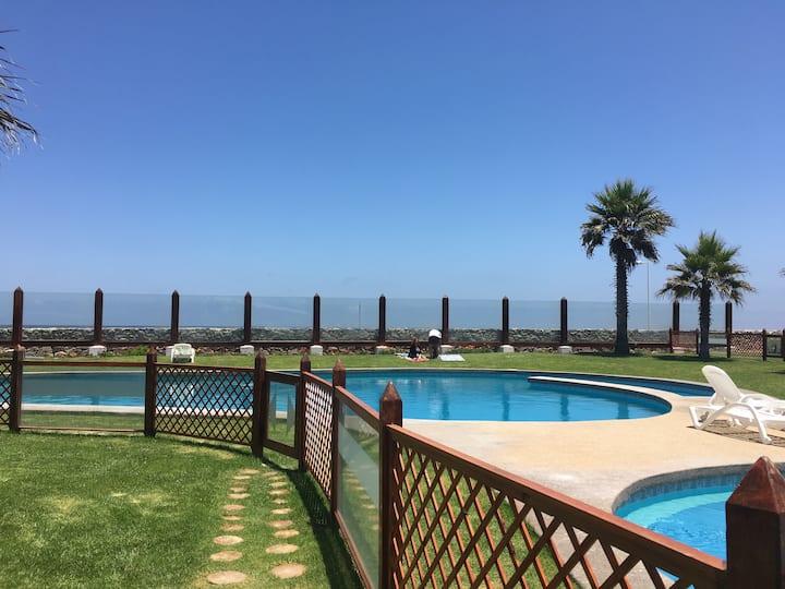 Departamento Serena Golf con vista al mar.