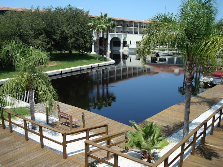 Lakeside Palm Harbor 1-Bed Apartment Near Beaches