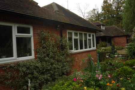 Woodpecker Cottage - Warren Row - Bed & Breakfast