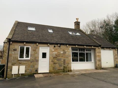 Cosy & Comfortable Street House Lodge