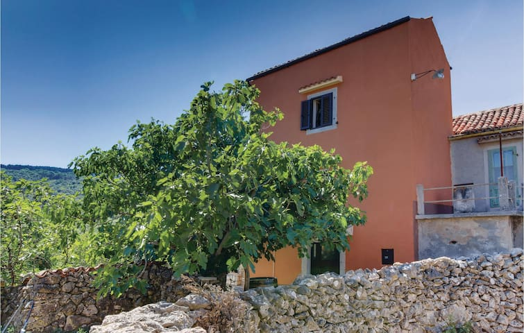 Semi-Detached with 3 bedrooms on 75 m²