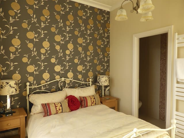 Double room-Ensuite-(Smaller room)