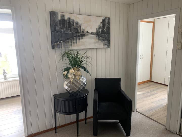 Airport/AMS 1-p room Free Parking/WiFI/shuttle