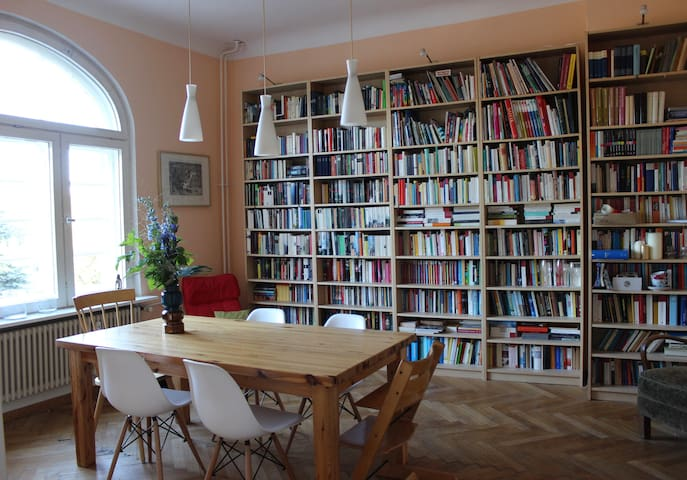Großzügige Altbauwohnung mit zwei Balkonen - Berlin - Apartment