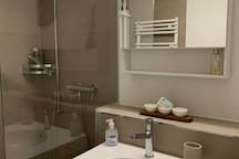 A small but with a nice design bath. Very clean and it has all the stuff you need shampoo and showergel etc....