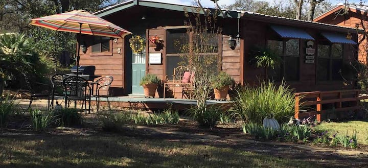 Claire's Cabin - A cozy cabin among the pines!