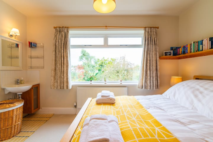 Bright and airy double room in Sale