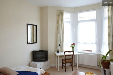 LGE single Victorian room, Clapton - London - Apartemen