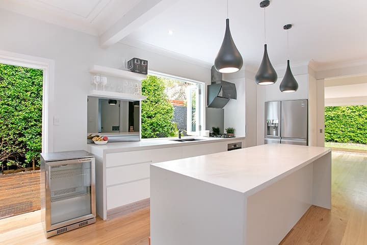 Modern Tranquil Narrabeen Hideaway - North Narrabeen - Huis