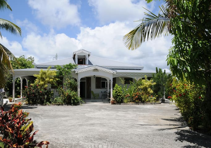 Room in the heart of Guadeloupe - Petit Bourg - Villa