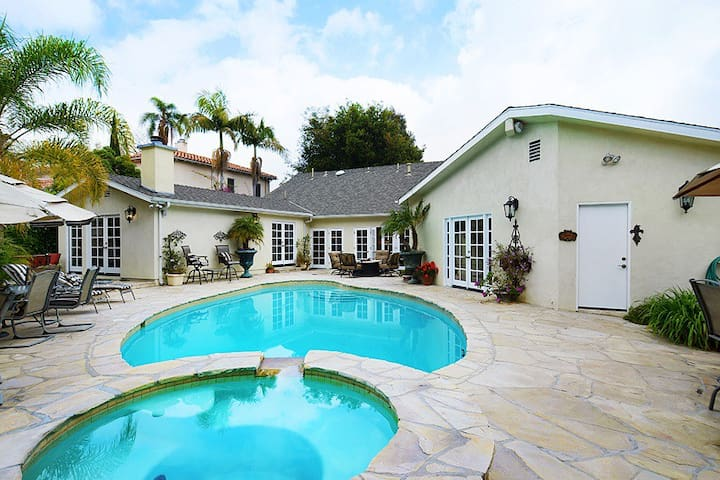 Hollywood Estate with Pool  Jacuzzi - Los Angeles - House