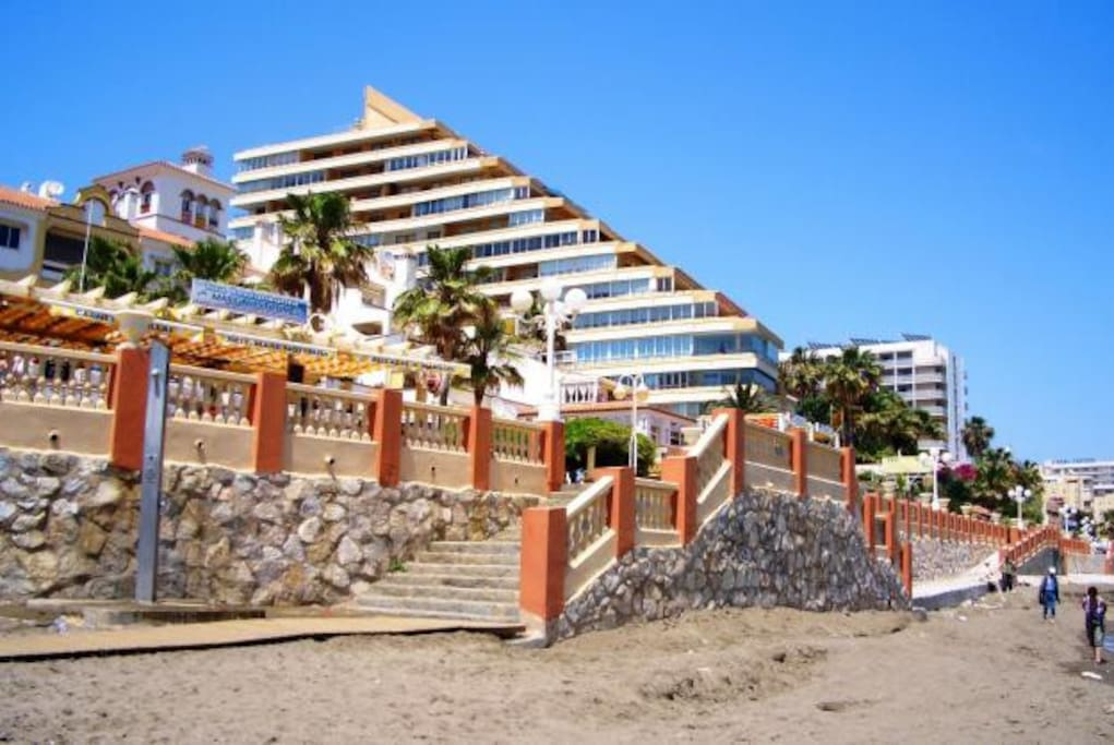 Apart playa benalmadena con piscina apartments for rent for Beds 4 u malaga
