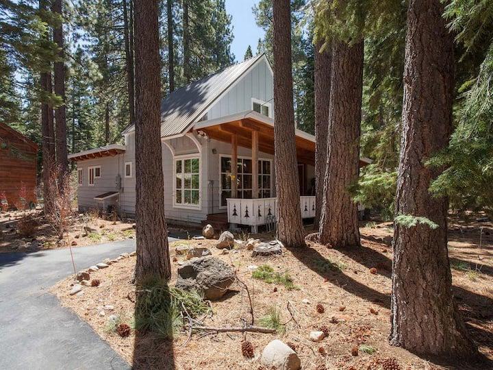 Cozy West Shore Cabin