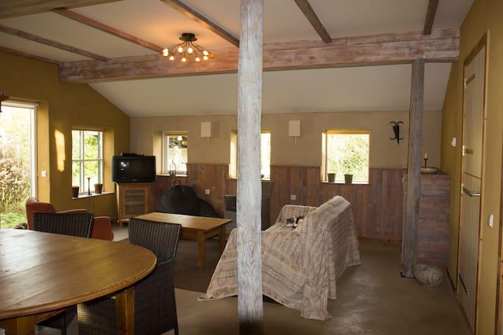 Gastenverblijf  B&B Het Loshoes - Nijlande - House