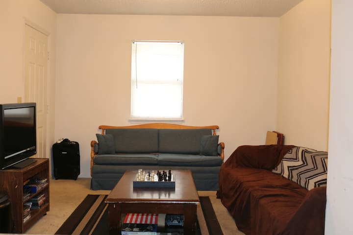 Entire 2 Bedroom- Near East Carolina University - Greenville - Apartamento