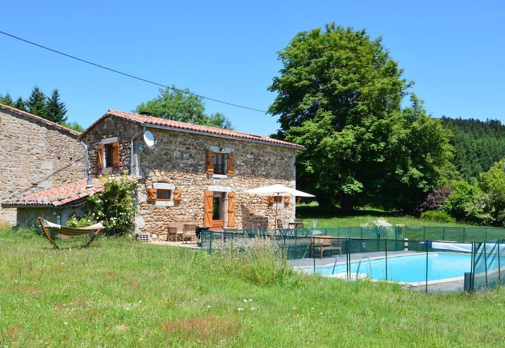 G te avec jardin et piscine maisons louer viscomtat for Gite auvergne avec piscine