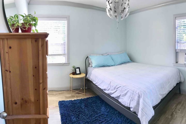 Cozy Blue Room in West Sacramento