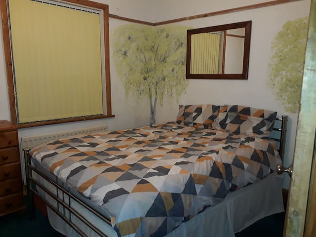 Double room in quiet friendly Charming Cottage
