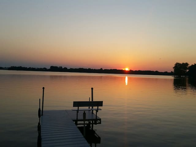 Lake house with beautiful sunsets!