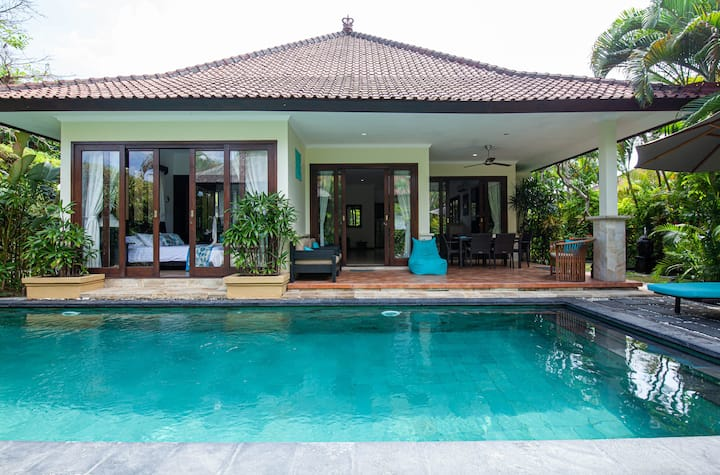 Quiet centrally-located villa with garden and pool