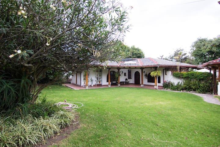 Acogedora villa Valle Cumbayá