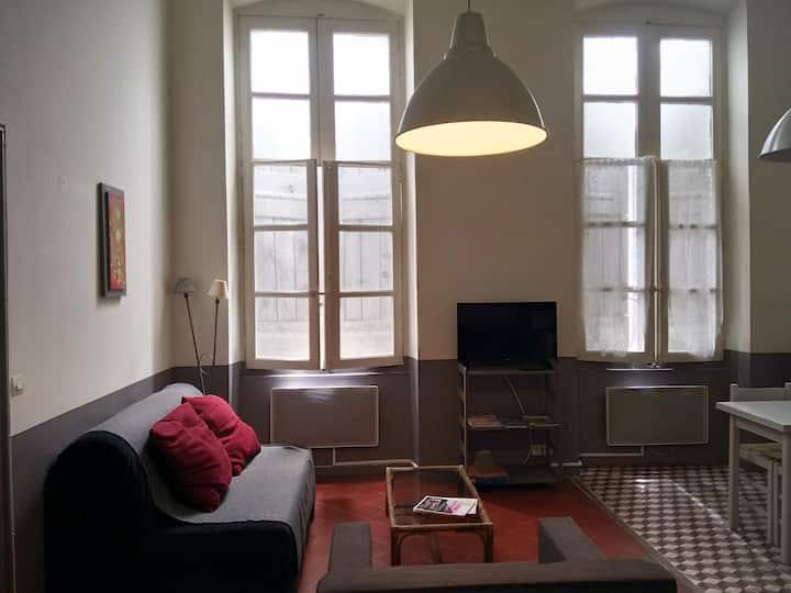 Beau studio dans maison de ville