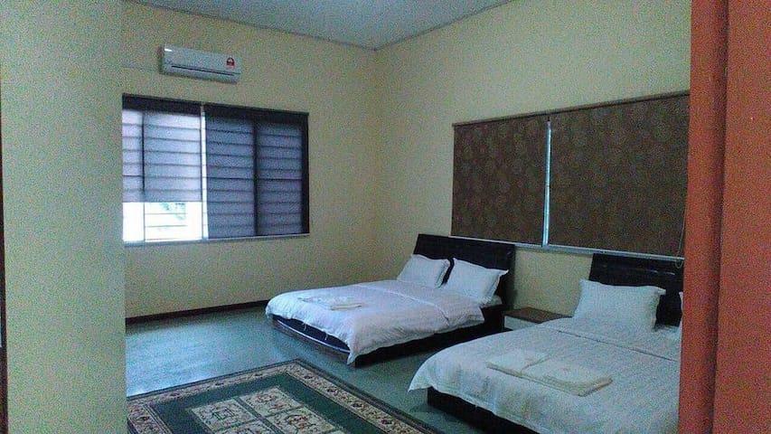 Janda Baik Family Room RM350/5pax Breakfast