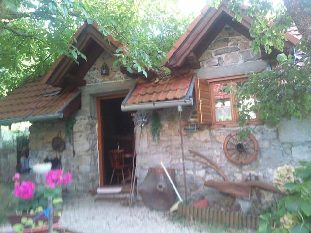 Najam cijelog posjeda u Lici-Bruvno - Bruvno - Rumah
