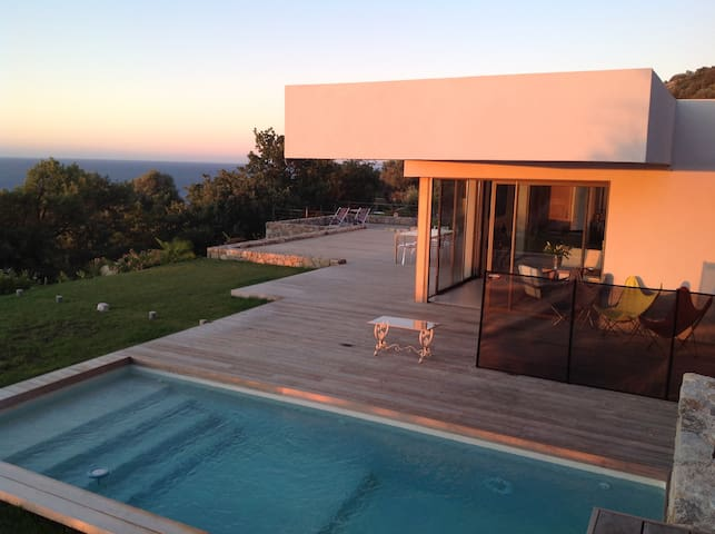 Villa d'architecte superbe vue mer, Ile Rousse - Corbara - วิลล่า