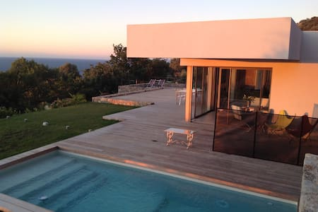 Villa d'architecte superbe vue mer, Ile Rousse - Corbara - 別荘