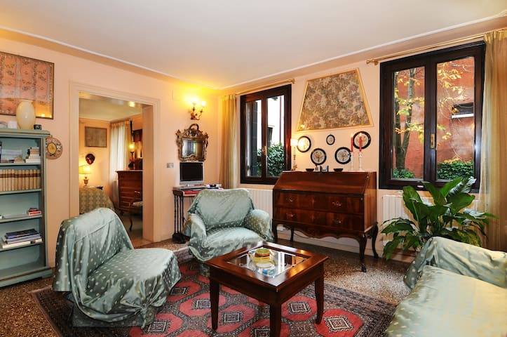 Palazzetto da Schio - Apartment with Garden View
