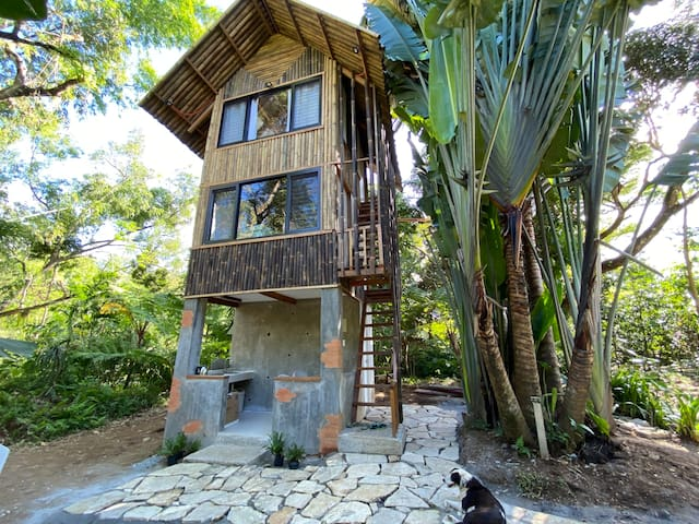 BALAI KUBO - Rustic Tiny Home in Tanay, Rizal.