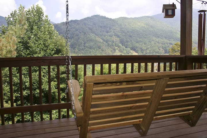 Bear Den - Maggie Valley - Cabin