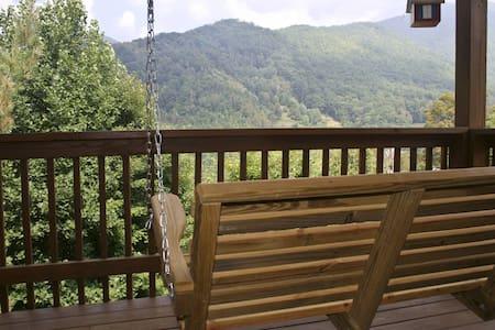 Bear Den - Maggie Valley - Cabin