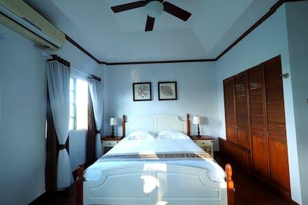 Cozy&private bedroom(Neverland ROOM3, king size) - Airai - Villa