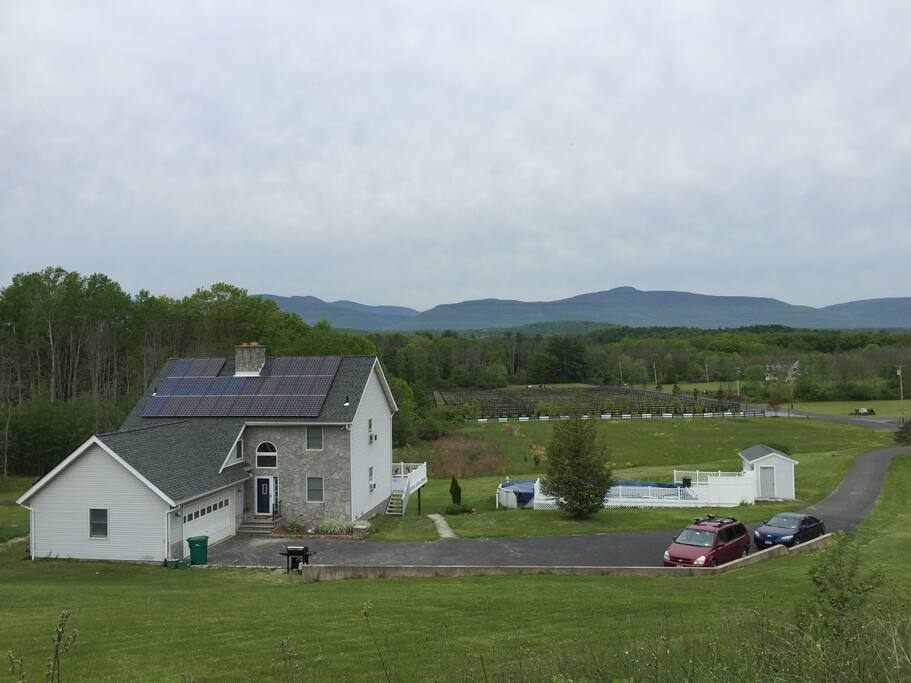Hits House On The Hill Houses For Rent In Saugerties