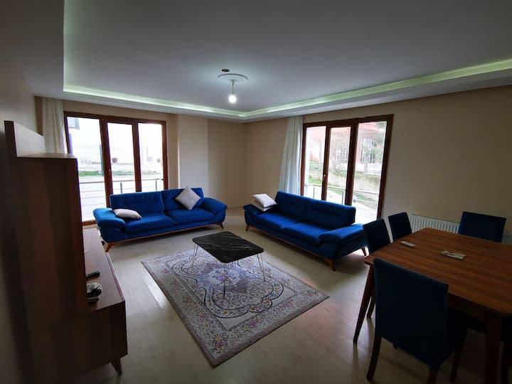 C1A09 شقة غرفتان وصالة واسعة بالقرب من البحر