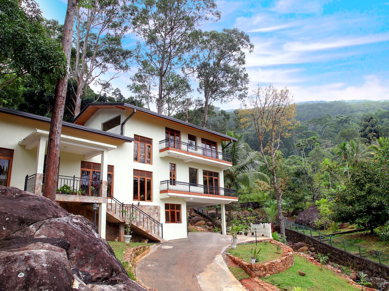 House with Hantana Mountain