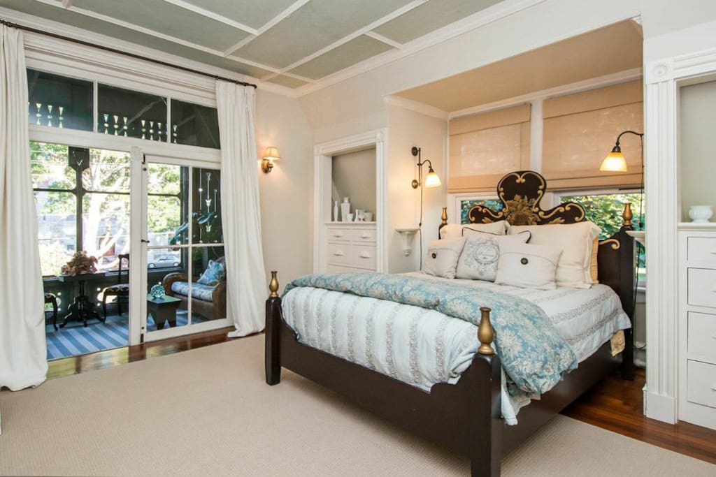 master, queen bed, large and luxurious!