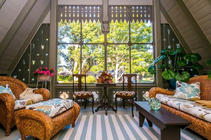 Gorgeous Suite in Designer's Home!